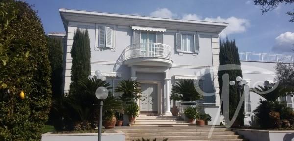 Genzano villa prestigiosa con piscina